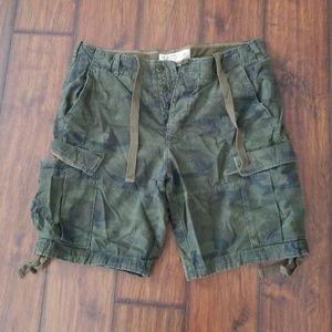 Size 34 Abercrombie and Fitch camo cargo shorts